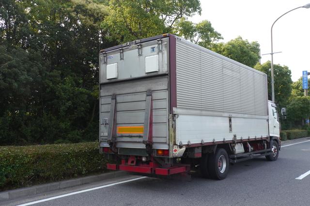 パワーゲート付きトラックの例