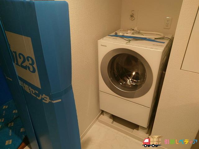ドラム式洗濯乾燥機を引越しする様子